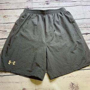 Under Armour athletic shorts shorts size M